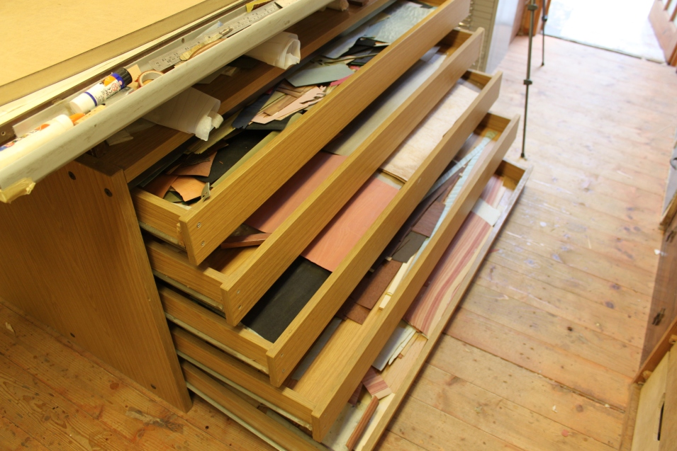 5 drawers holding veneers