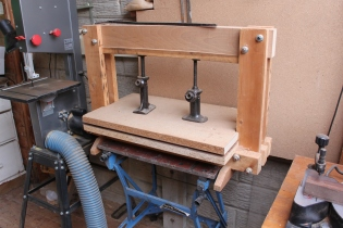 Bottle jack veneer press