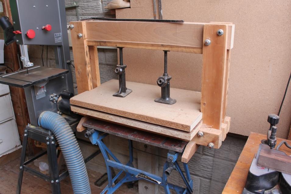Bottle jack veneer press